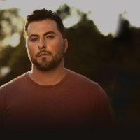 "Tyler Farr ""A Guy Walks Into A Bar"""